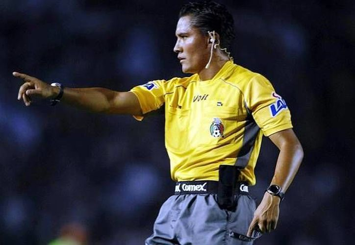 El árbitro Fernando Guerrero silbará el partido Cruz Azul-León. (mediotiempo.com)