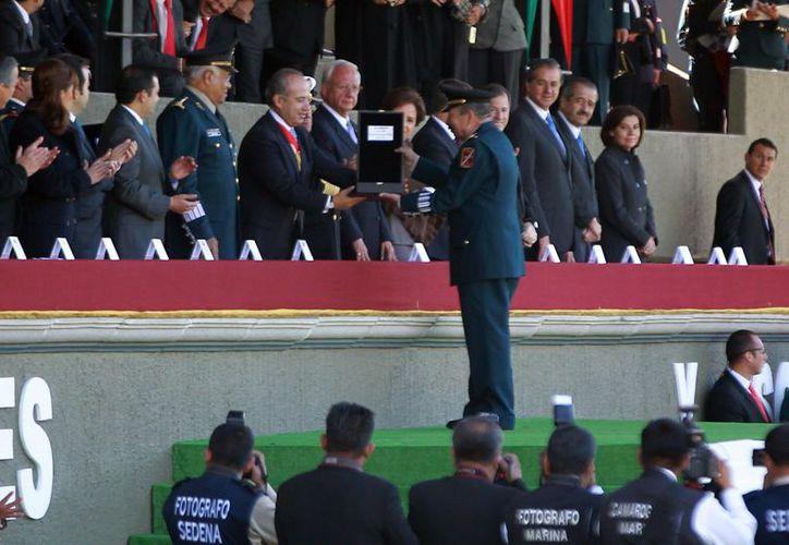 Ceremonia en la cual el presidente Calderón entregó condecoraciones a militares destacados. (Archivo/Notimex)