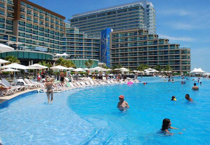 Los hoteles Hard Rock realizan adecuaciones para conciertos en sus instalaciones. (Israel Leal/SIPSE)