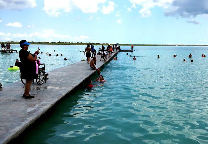 Los balnearios de Bacalar son visitados, principalmente, por turistas locales y de los estados vecinos, debido a la promoción en ferias.  (Foto: Javier Ortiz / SIPSE)