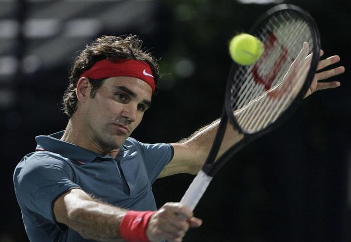 Roger Federer, quien va por su sexta corona en Dubái, superó el viernes 3-6, 6-3, 6-2 a Novak Djokovic en las semifinales. (Agencias)