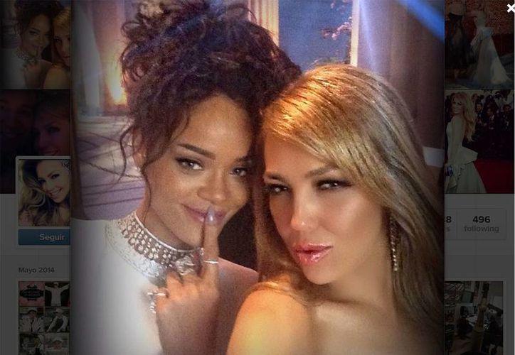 La cantante mexicana se tomó una fotografía con Rihanna durante la gala del MET 2014. (Thalía/Instagram.com)