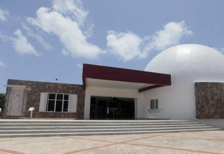 Proyectan documentales sobre cristografía en el planetario de Cancún. (Redacción/SIPSE)