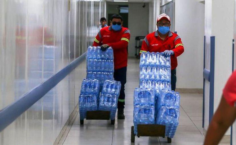 Grupo Bepensa distribuye más de 500 mil litros de agua purificada Cristal y bebidas hidratantes para el personal médico y pacientes. (Novedades Yucatán)
