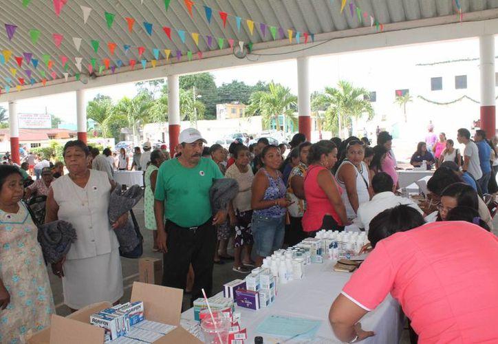 El domo deportivo fue la sede del programa de brigadas de asistencia social. (Raúl Balam/SIPSE)