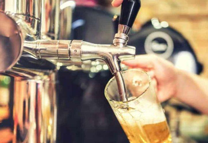 Un estudio de la Universidad de Montreal detalla que beber dos vasos de cerveza al día ayuda a combatir el estrés. (López Dóriga Digital)