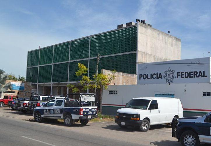 Las corporaciones policíacas fueron alertadas por personal de Migración. (Joel Zamora/SIPSE)