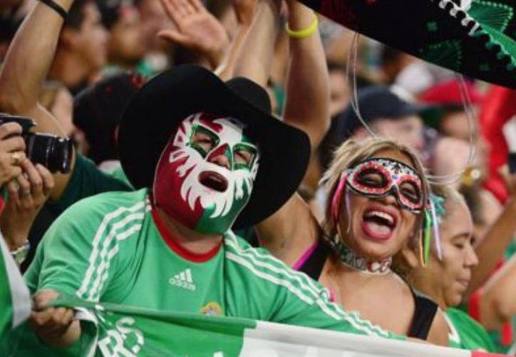 Por culpa de algunos aficionados mexicanos, la FMF tendrá que pagar una nueva multa a la FIFA (Foto de contexto)