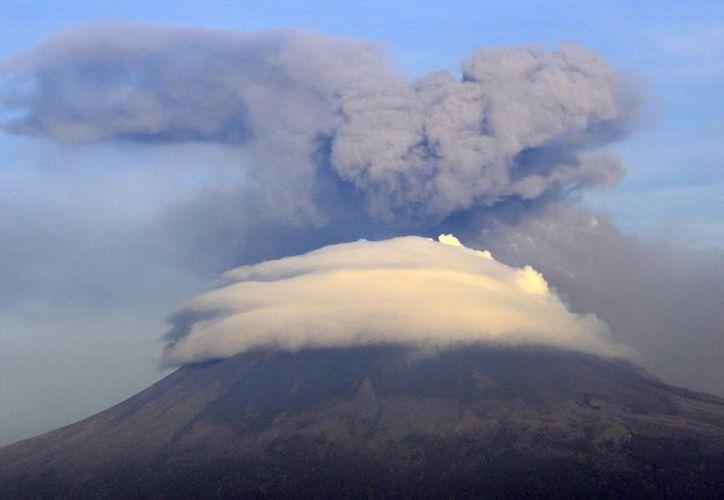 Para las próximas horas se preve actividad explosiva de escala baja a intermedia en el Popocatépetl. (Notimex)