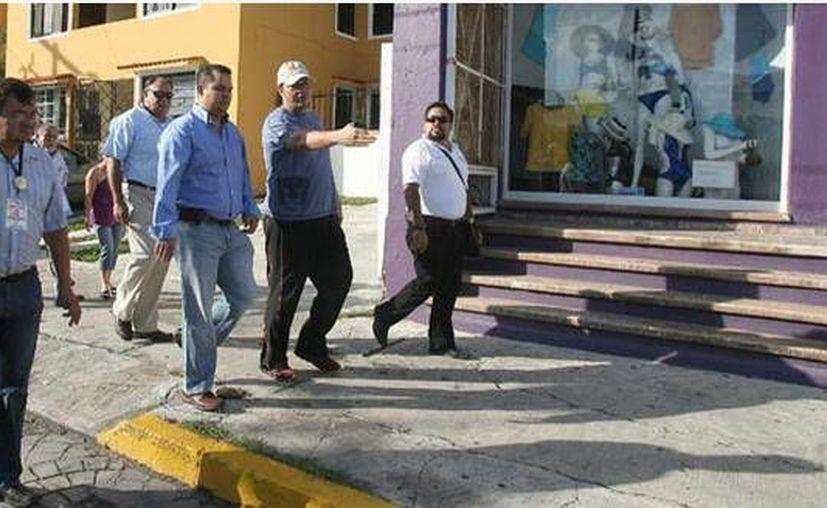 Autoridades municipales y comerciantes del mercado recorrieron la zona. (Cortesía/SIPSE)