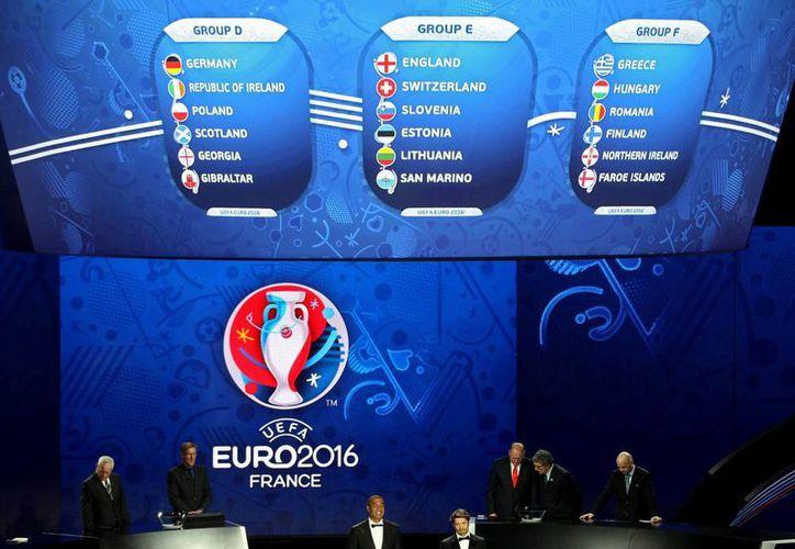El sorteo de grupos de la Euro 2016 de la UEFA se realizó este domingo en la ciudad francesa de Niza. (Agencias)