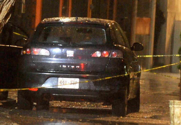 El hombre y la menor fueron asesinados mientras se encontraban al interior de un vehículo. (sinembargo.mx)