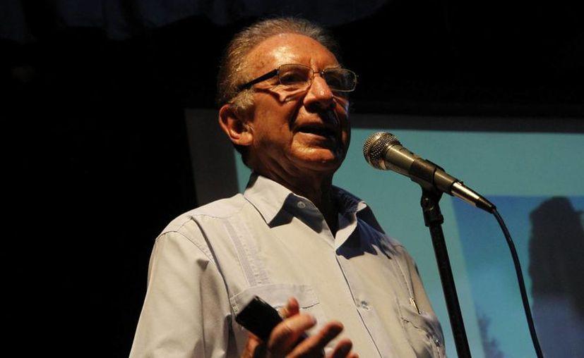 Felipe Lara Rosano, durante su conferencia impartida en la Casa de la Cultura. (Tomás Álvarez/SIPSE)