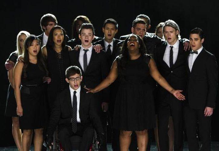 Escena del capítulo con el que Glee rinde tributo a Cory Monteith. (Agencias)