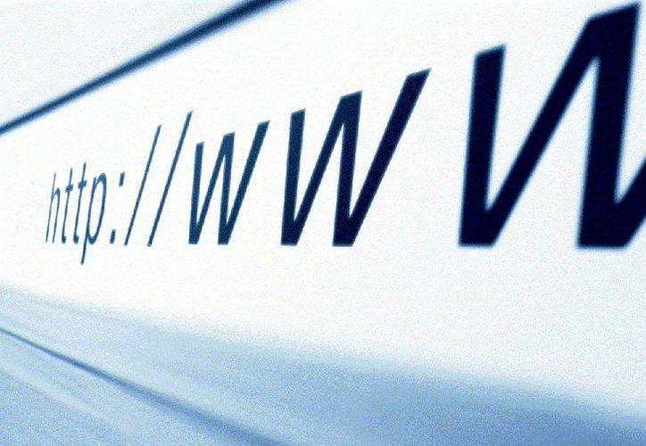 """El término """"World Wide Web"""" surgió hasta finales de 1990. (Internet)"""