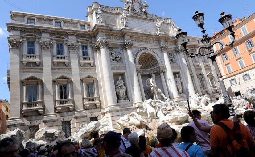 La Fontana de Trevi, en restauración desde hace más de un año, es uno de los sitios favoritos de visitantes no tan agradables: ratas y ratones. El ayuntamiento romano promete pronta solución. (EFE/Archivo)