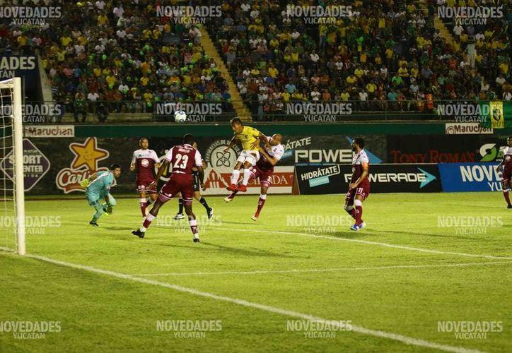Dos veces dejó Venados ir la ventaja en el marcador. (Fotos: José Acosta)