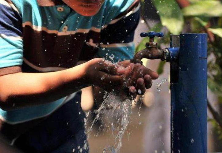 Expertos aseguran que el agua potable de Yucatán está en niveles óptimos de consumo. (SIPSE)