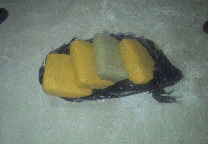 El día de ayer se encontraron cuatro paquetes de droga que recalaron en una zona costera. (Redacción/SIPSE)