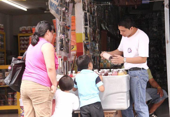 El aumento en la productividad de las empresas evitará que el comercio ambulante continúe ganando espacios en Mérida. (SIPSE)