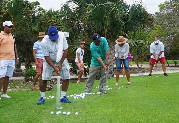 """""""Golf para todos"""" se lleva a cabo desde 2007 y es totalmente gratuito. (Foto: Mayakoba/Facebook)"""