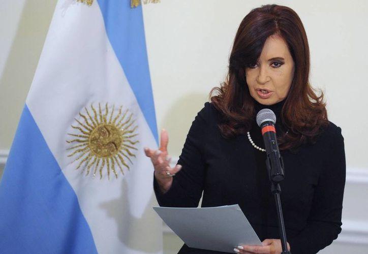 Las acusaciones en contra de Cristina Fernández y su fallecido esposo, Néstor Kirchner, provocaron un revuelo político. (Archivo/EFE)