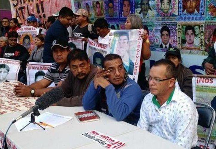 Los padres de los normalistas de Ayotzinapa se reunieron con la titular de la PGR para conocer avances en la investigación. (Milenio)