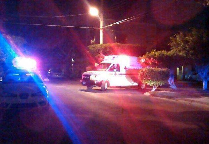 Las unidades de emergencia trasladaron al herido al Hospital General. (Redacción/SIPSE)