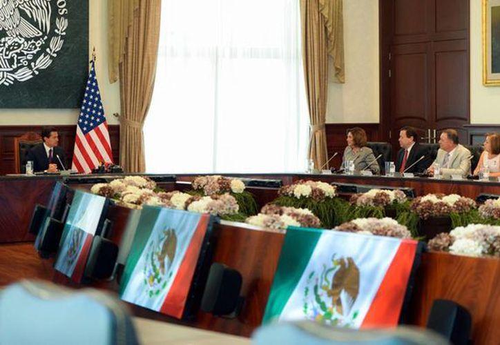 El presidente Enrique Peña Nieto se reunió en Los Pinos con un grupo de congresistas de Estados Unidos de América, en su mayoría de estados fronterizos. (Notimex)