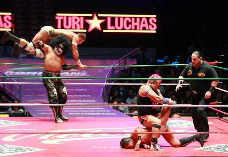 Dentro del Grand Prix Internacional ocho grandes practicantes de la lucha libre mexicana se enfrentarán este viernes a ocho extranjeros en la Arena México. (Notimex)