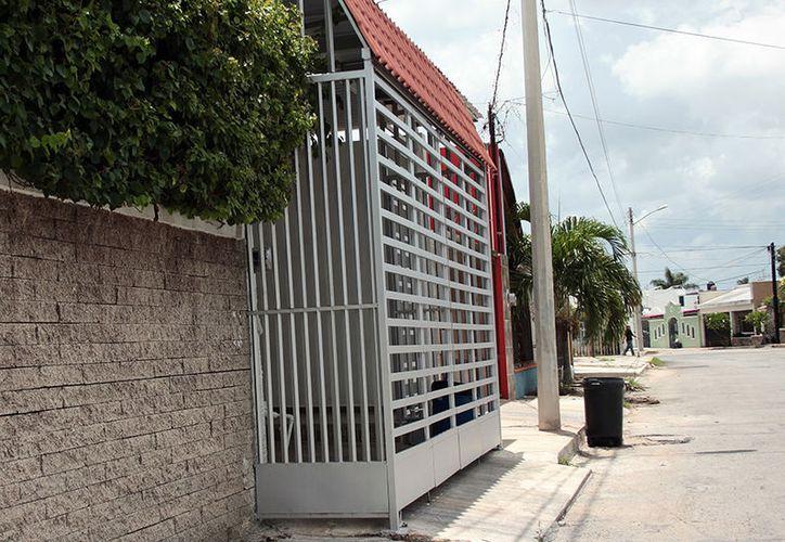 Multas de hasta 250 mil pesos para los dueños de propiedades que invadan las aceras.  (Milenio Novedades)