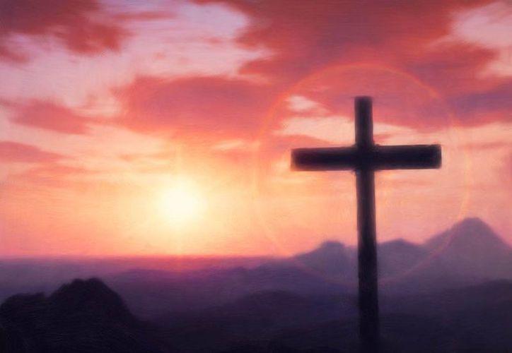 """La Pascua, """"el paso o pasaje"""" del Ángel de Dios, es el camino o itinerario de un evento ya pasado a otro que aún no existe ahora, pero que en la fe está ya presente e ilumina y da significado a la vida. (jesucristorocaeterna.com)"""