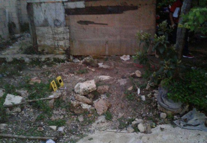 Las autoridades llegaron para inspeccionar la zona donde murió el joven. (Eric Galindo/SIPSE)