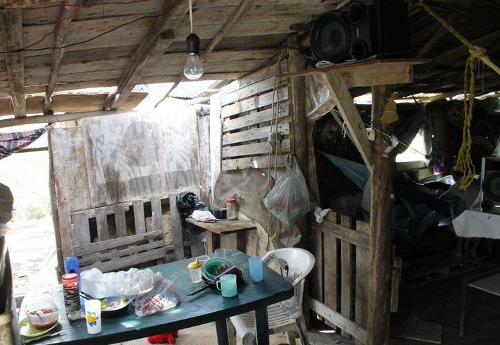 Las familias de El Milagro viven entre la inseguridad, polvo y marginación por la falta de servicios públicos. (Jesús Tijerina/SIPSE)