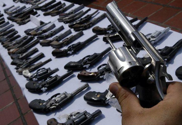 El dinero, la droga y las armas, entre fusiles, pistolas y municiones, entre otras cosas, fueron hallados luego de una operación que comenzó hacia las 22:00 hora local del martes. (Archivo/EFE)