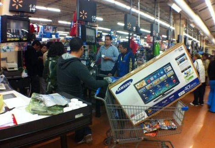 Muchos mexicanos aprovechan El Buen Fin pensando en que se recuperarán de sus gastos cuando reciban aguinaldos. (Milenio)