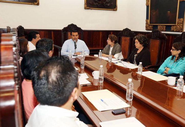 El alcalde Renán Barrera Concha presidió la sesión de Cabildo. (Milenio Novedades)