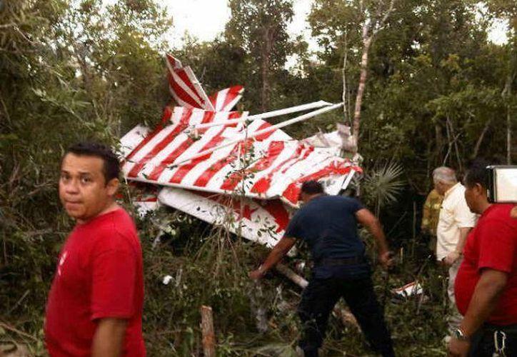 Los restos de la aeronave aún permanecen en el lugar del accidente. (Redacción/SIPSE)