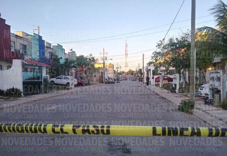 Presuntamente los cuerpos quedaron tirados en la banqueta de la zona. (Eric Galindo)