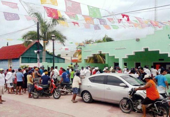 Se calcula que entre 80 y 100 pescadores acuden a laborar temporalmente a Dzilam de Bravo. (Foto: Milenio Novedades)