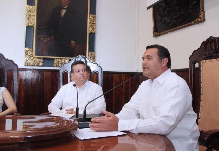Renán Barrera, quien este lunes fungió por última vez como alcalde de Mérida, dijo este mismo día que denunció a los magistrados del Tribunal fiscal en el caso ABC Leasing ante la Consejería Jurídica Federal, y que promovió el amparo ante un Tribunal Colegiado de Circuito. (SIPSE)