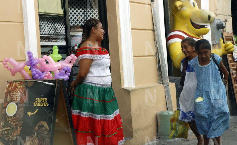 Comercios del centro están listos para una buena afluencia esta noche, (José Acosta/Novedades Yucatán)
