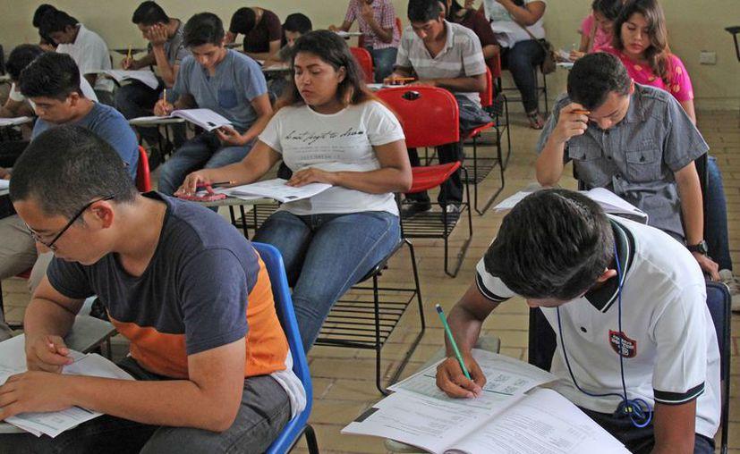 Se aplicaron los exámenes de admisión a bachilleres el pasado 16 de junio. (Jesús Tijerina/SIPSE)