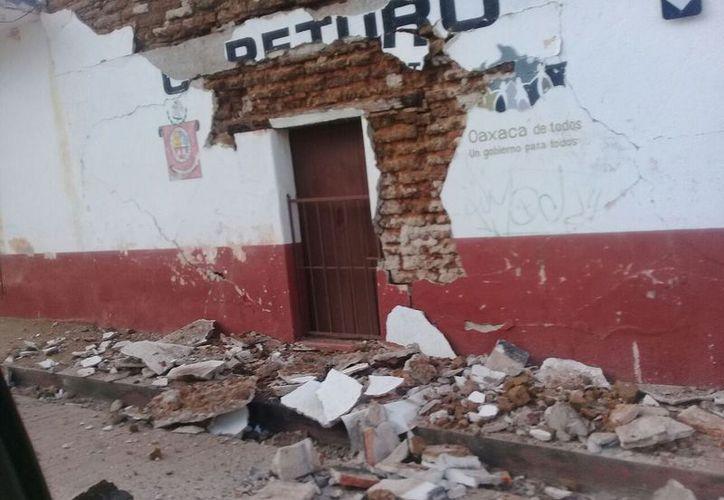 Los principales daños se reportan en Pinotepa Nacional, en Oaxaca (Twitter).