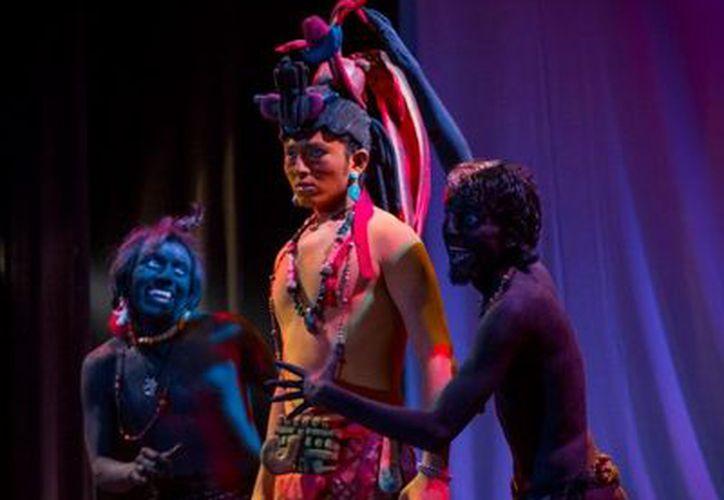 El texto es escenificado 100 por ciento en maya por los actores. (SIPSE)