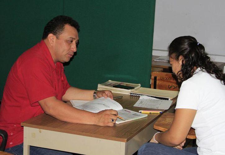 Cada vez son más los estudiantes que se inscriben al sistema abierto de la educación media superior. (Ángel Castilla/SIPSE)