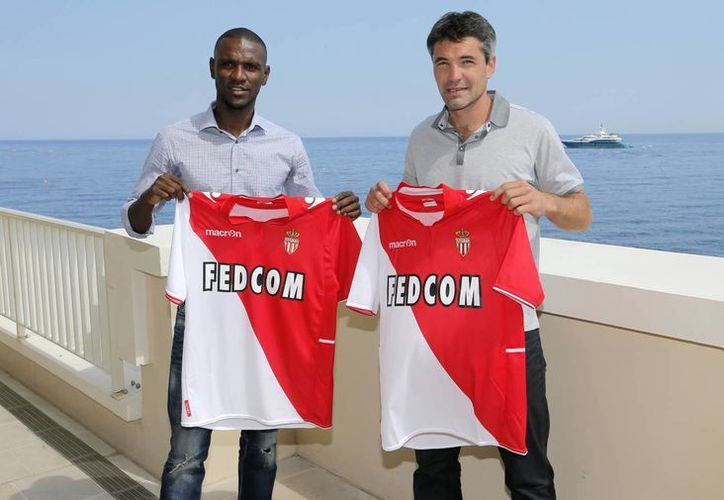 Abidal (i) y Toulalan, dos consagrados, ahora compartirán vestuario en el AS Mónaco. (Agencias)