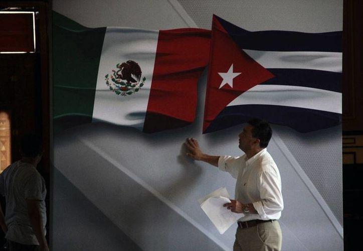 En Palacio de Gobierno, se acondicionan los lugares en donde estará el presidente de Cuba, Raúl Castro. Este miércoles, cuerpos de seguridad de México y Cuba revisaron la sede del Gobierno de Yucatán. (Jorge Acosta/SIPSE)