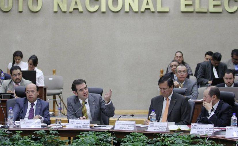 El INE prepara una sanción para los partidos por irregularidades en los gastos de campañas: será de unos 392 millones de pesos. (Archivo/Notimex)