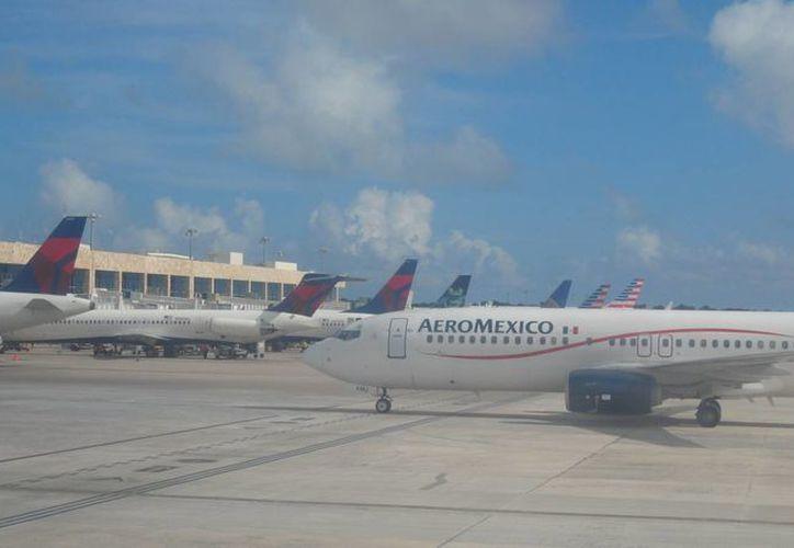 Reportan la cancelación de ocho vuelos desde y hacia Cancú. (Israel Leal/SIPSE)